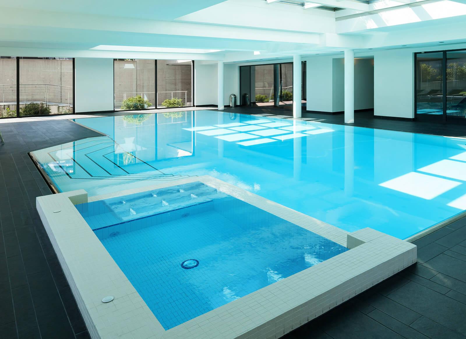 Binnenzwembad remon zwembaden zwembad wellness for Binnenzwembad bouwen