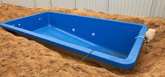 Zwembaden remon zwembaden zwembad wellness for Kostprijs polyester zwembad